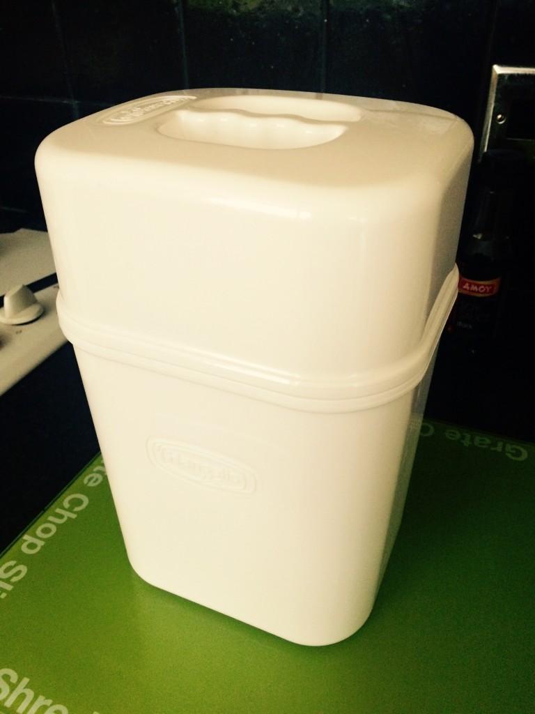 A white plastic yoghurt maker