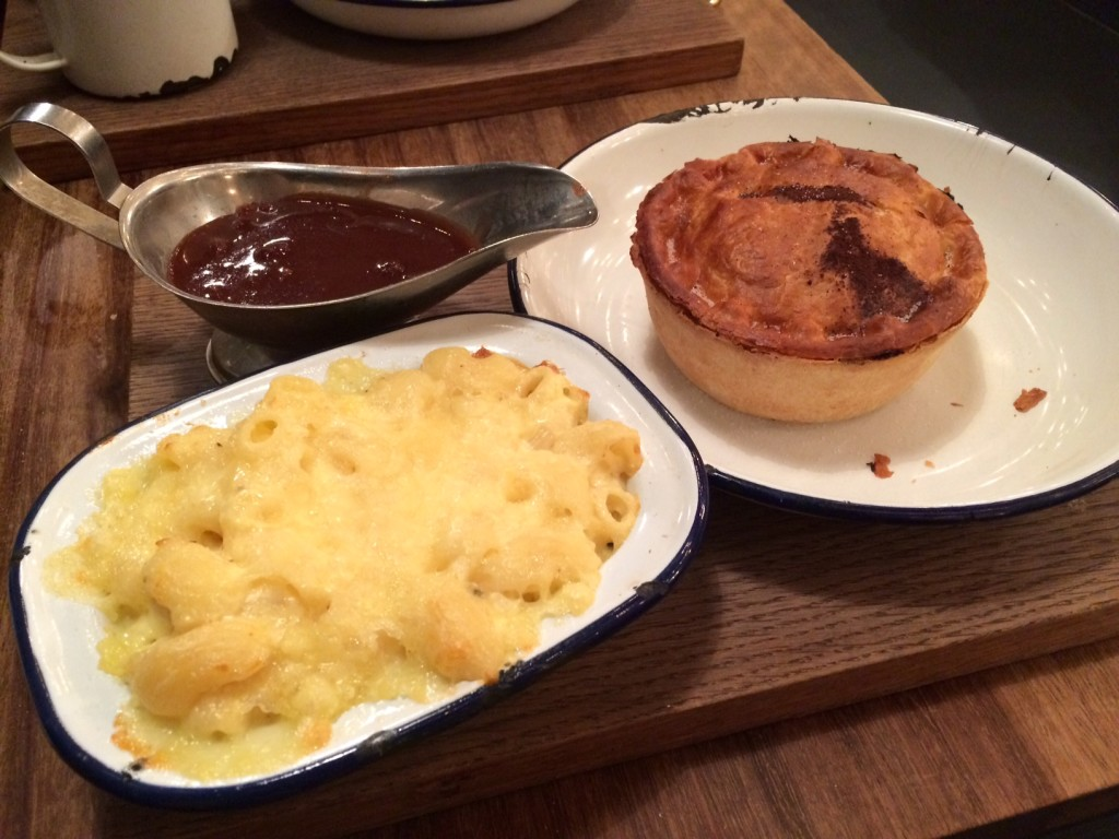 Mistle Moo pie with gravy and macaroni cheese at Pieminister