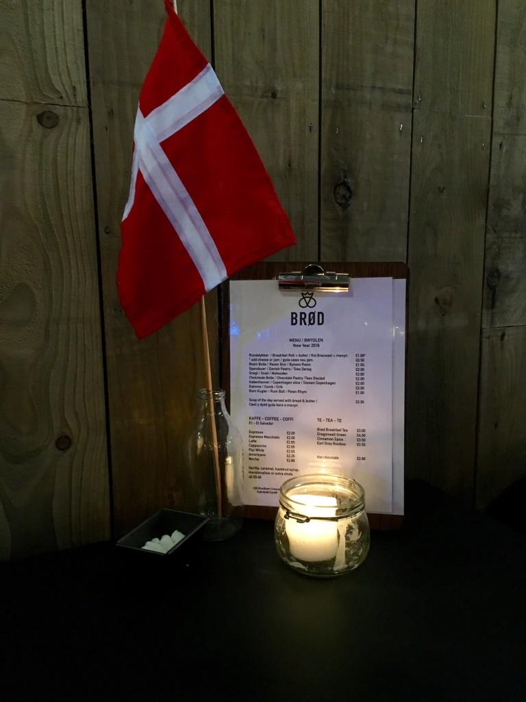 Danish flag next to menu