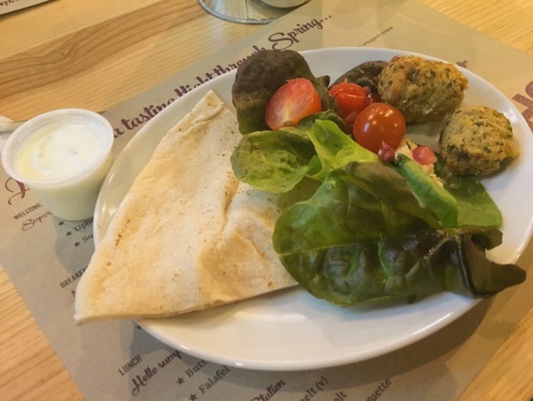 Falafel and houmous salad