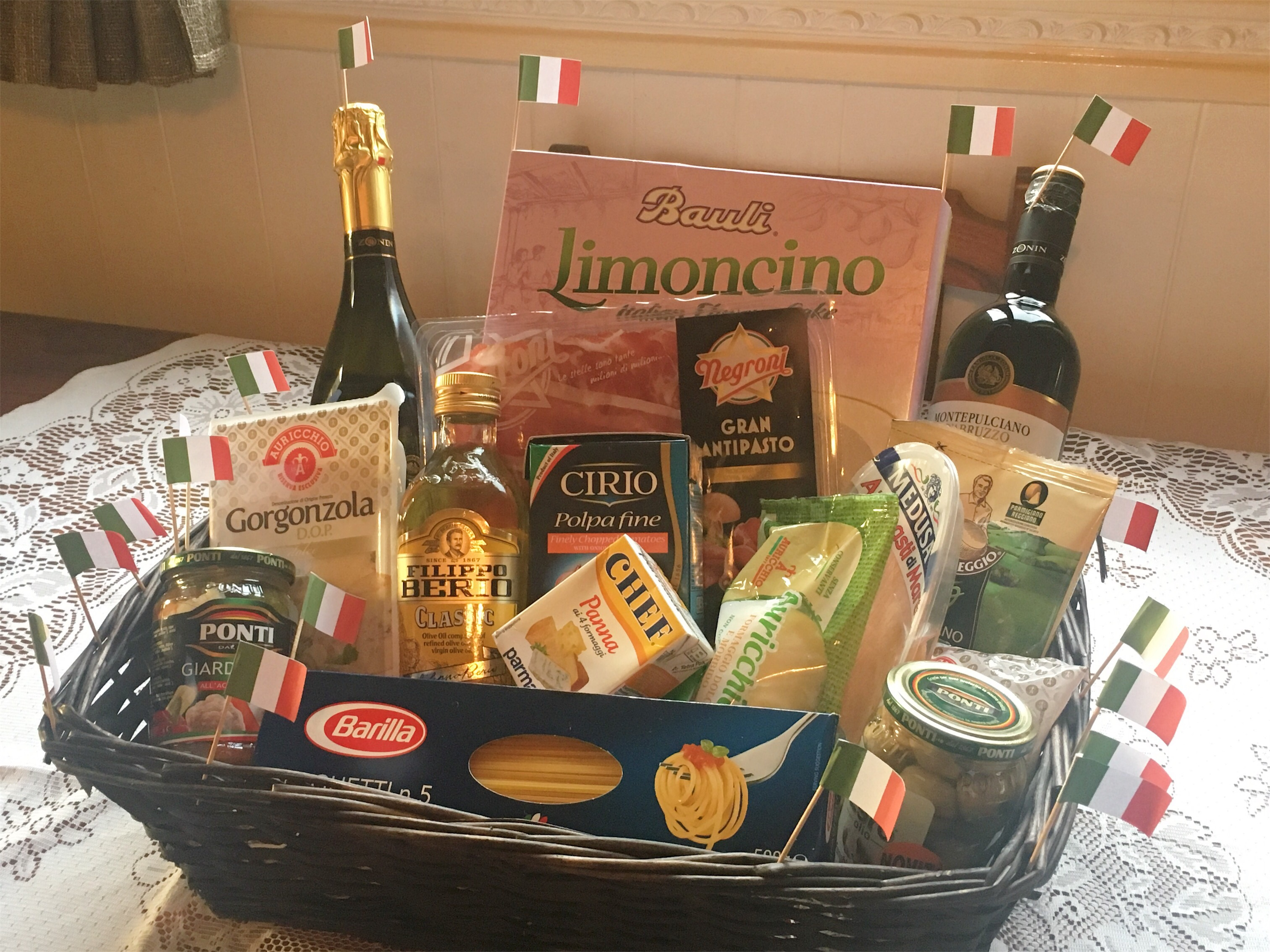 Ciao Gusto Italian Christmas food and drink hamper