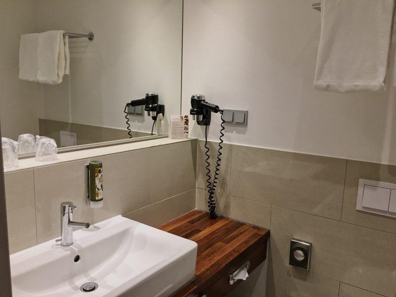 Hamburg hotels - Heikotel Hotel Am Stadtpark: Bathroom