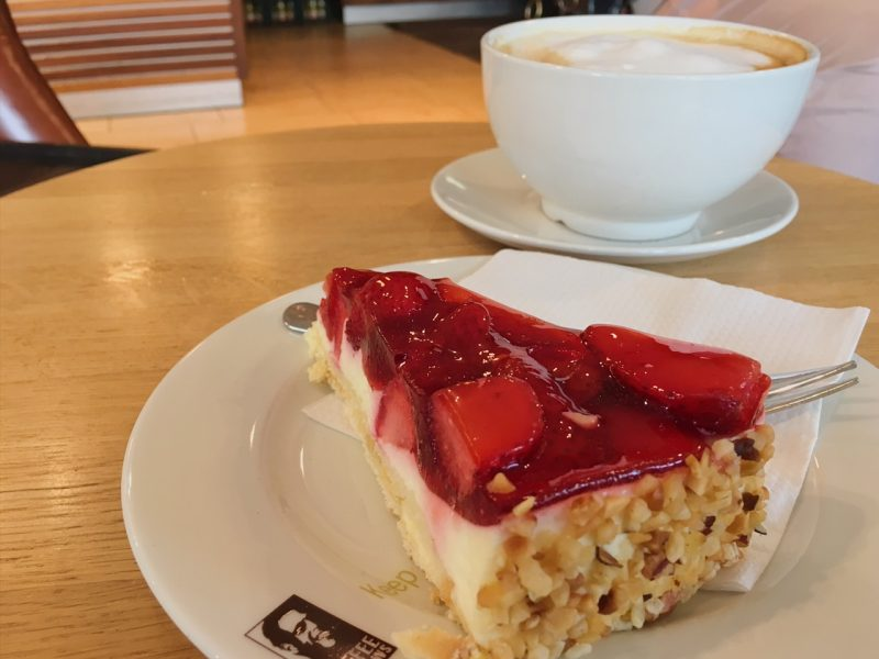 Strawberry cheesecake and latte at Coffee Fellows (Best places to eat in Hamburg)