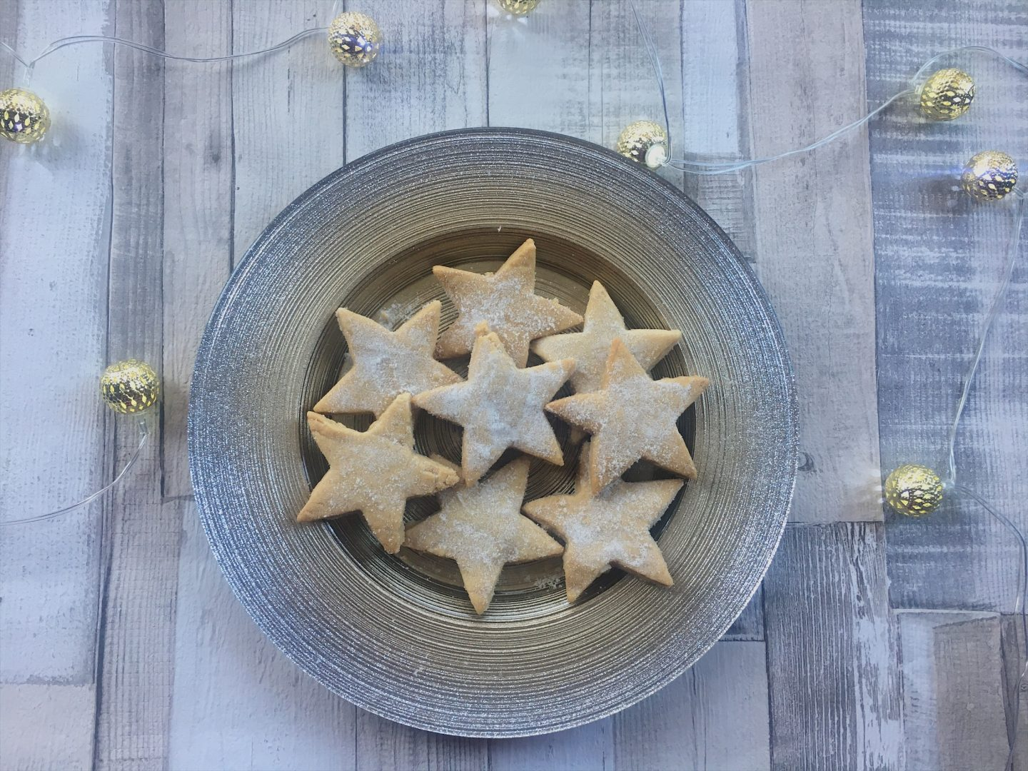 Sugary star-shaped shortbread, Christmas gifts for foodies